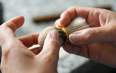 Produkcja pędzli do golenia w fabryce Muhle